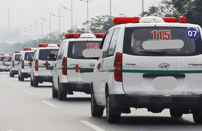 Đoàn xe chở thi thể nạn nhân rời sân bay Nội Bài.