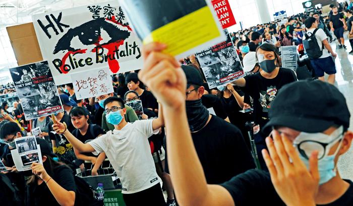 Người Hồng Kông bây giờ đã cảm thấy đau buốt tận xương tủy bởi nanh độc của ĐCSTQ.