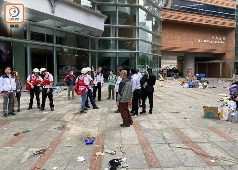 Nhiều lượt người đã vào Đại học Bách Khoa để tìm kiếm người biểu tình còn cố thủ nhưng không phát hiện được ai khác nữa.