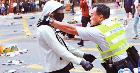 """Hơn 11 người biểu tình đã chết, chính quyền Hồng Kông đang biến thành """"đồ tể""""?"""