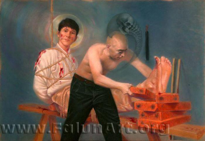 """Tranh phấn màu mang tên """"Ghế hổ"""" của Vương Chí Bình (39in X 27.5 inches), 2004. Bức tranh mô tả một trong những phương thức tra tấn gây đau đớn kinh khiếp cho tù nhân thường được áp dụng."""