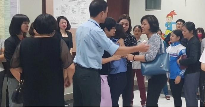 Hà Nội: Bé trai 3 tuổi tử vong do bị kẹt đầu khi chơi cầu trượt ở trường - ảnh 2