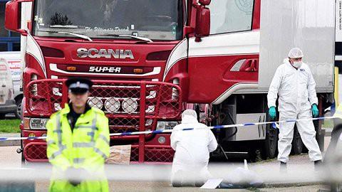 Hiện trường vụ phát hiện 39 thi thể trong container tại Essex, Anh.