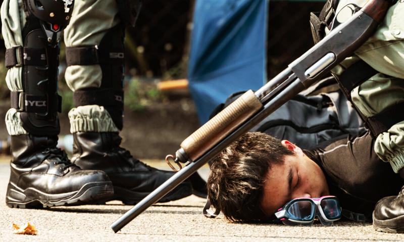 Cảnh sát Hồng Kông đã bao vây và tấn công nhiều trường đại học, huy động các loại vũ khí có lực sát thương cao để trấn áp người biểu tình.