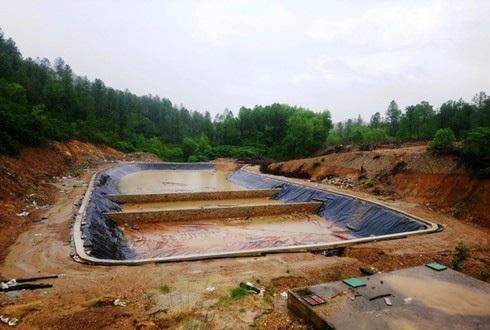 Các hồ chứa trong dự án Nhà máy xử lý rác Phú Sơn đang được triển khai xây dựng. (Ảnh qua laodongnghean)