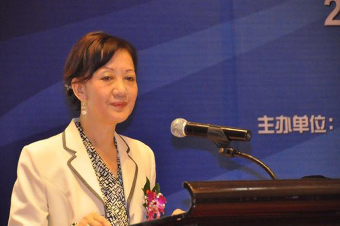 """Hồ Hân – Tổng biên tập Tạp chí """"Chiến tuyên tin tức"""" thuộc Nhân dân Nhật báo của Đảng Cộng sản Trung Quốc – đã nhảy lầu tự tự hôm 6/11/2018, nguyên nhân ban đầu được cho là do mắc chứng trầm cảm."""