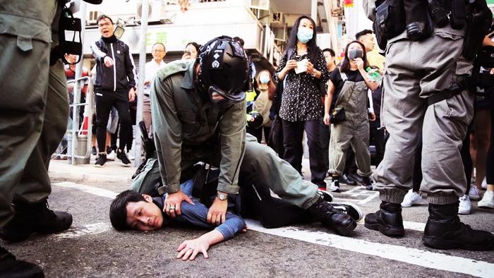Quân cảnh và cả bộ đội tác chiến đã vào Hồng Kông, mục đích là chống lại người Hồng Kông.
