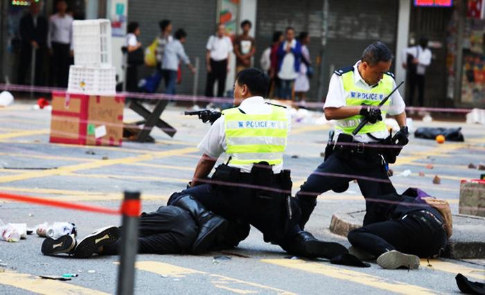 Ít nhất một người biểu tình đã bị cảnh sát Hồng Kông bắn vào ngực vào buổi sáng thứ Hai (11/11)
