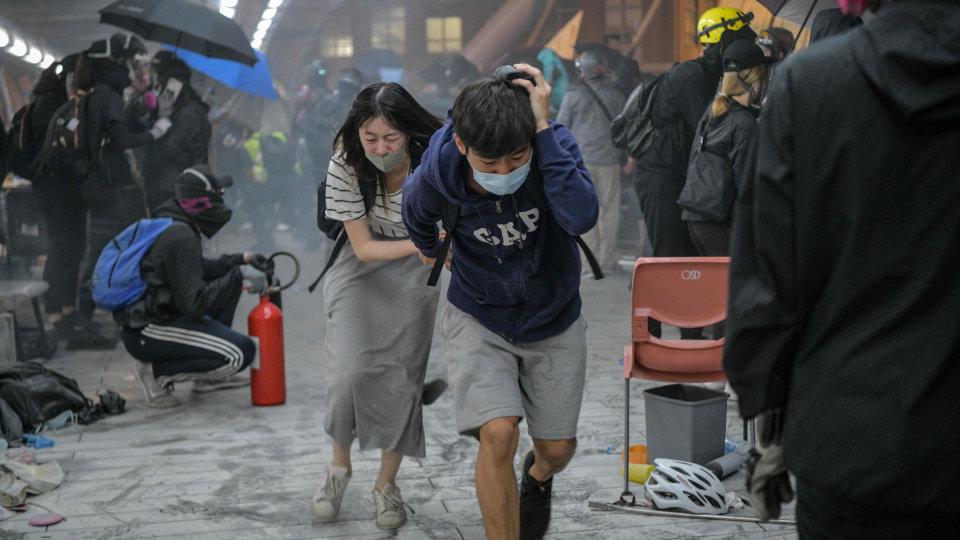 Âm mưu đằng sau việc cảnh sát Hồng Kông tấn công các trường đại học (ảnh 1)