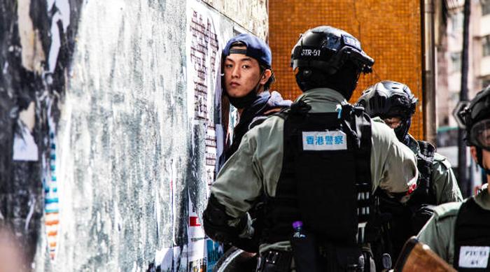 Sự phẫn nộ đến từ mọi tầng lớp người dân Hồng Kông vẫn không ngừng tăng lên, đặc biệt là các bạn trẻ.