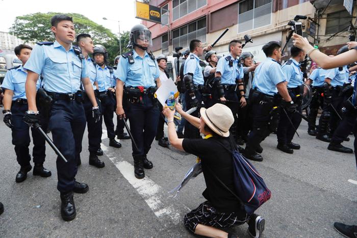 Cảnh sát Hồng Kông ngày càng gia tăng trấn áp một cách tàn bạo đối với người biểu tình.