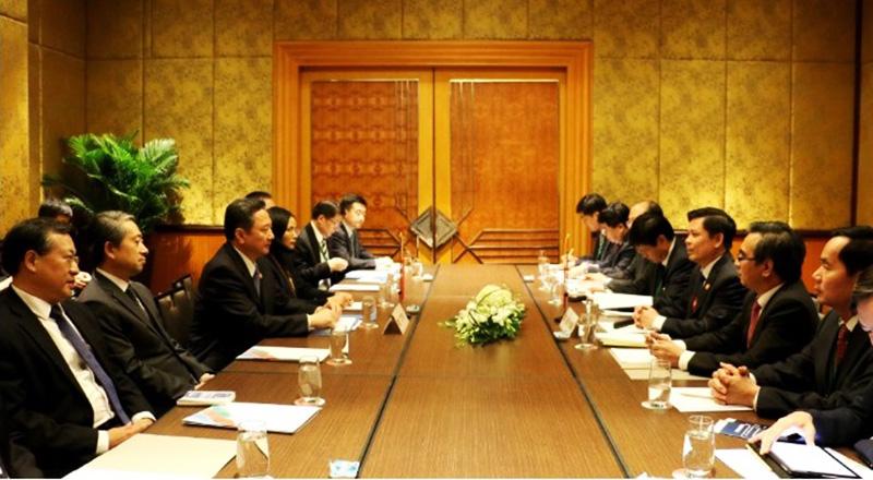 Bộ trưởng Bộ GTVT Việt Nam Nguyễn Văn Thể họp song phương với Bộ trưởng GTVT Trung Quốc Lý Tiểu Bằng. (Ảnh qua vietnamfinance)