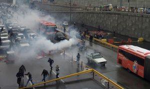 Biểu tình ở Iran: Chính phủ chặn Internet, hàng trăm người bị sát hại