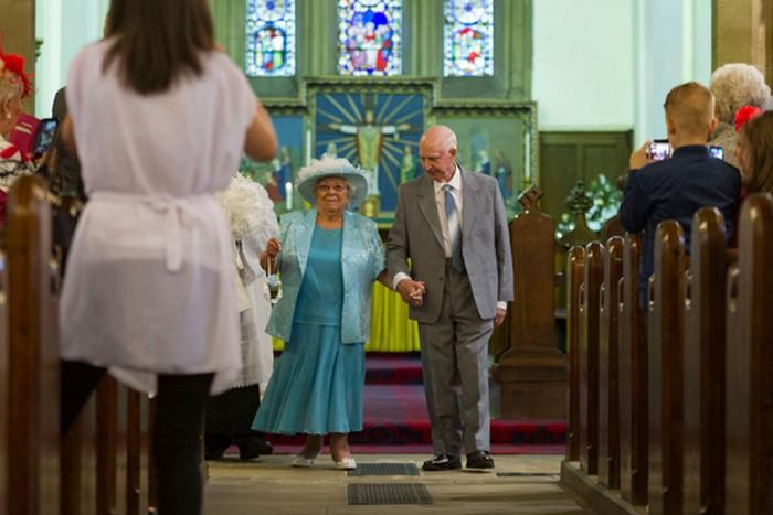 Cặp đôi kết hôn ở tuổi 80 sau 44 năm 'hẹn hò'