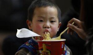 Hàng triệu trẻ em Đông Nam Á bị suy dinh dưỡng vì mì ăn liền