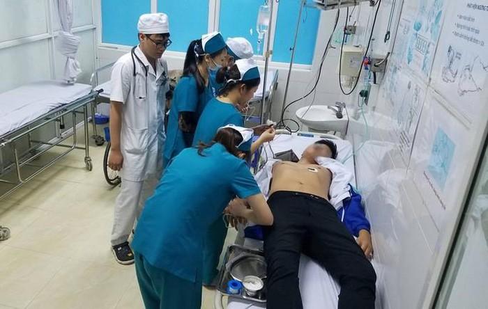Nam sinh viên nhập viện sau 1 ngày bị công an phường tạm giữ.