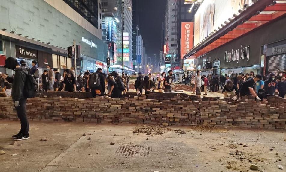 Hơn 100 sinh viên Hồng Kông viết 700 bức thư giải thích nguyên nhân chặn đường đình công (ảnh 4)