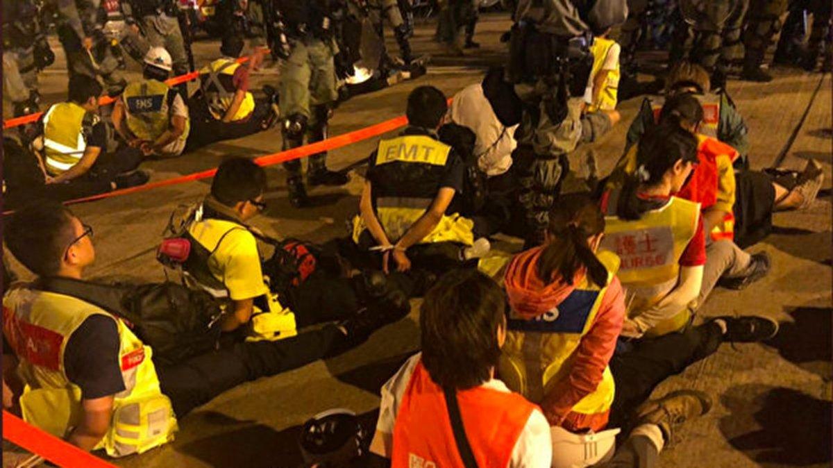 Nhân viên cấp cứu: Trường đại học Bách Khoa Hồng Kông đáng sợ như địa ngục (ảnh 1)