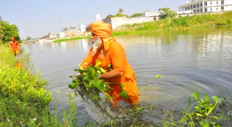 """Người đàn ông được vinh danh """"người hùng của môi trường"""" khi cứu sống con sông dài 160km"""
