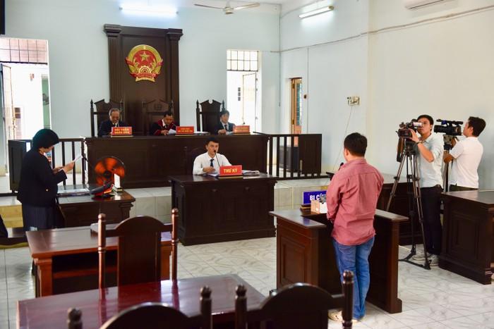Phiên tòa xét xử bị cáo Bùi Văn Sáng vào ngày 1/11.