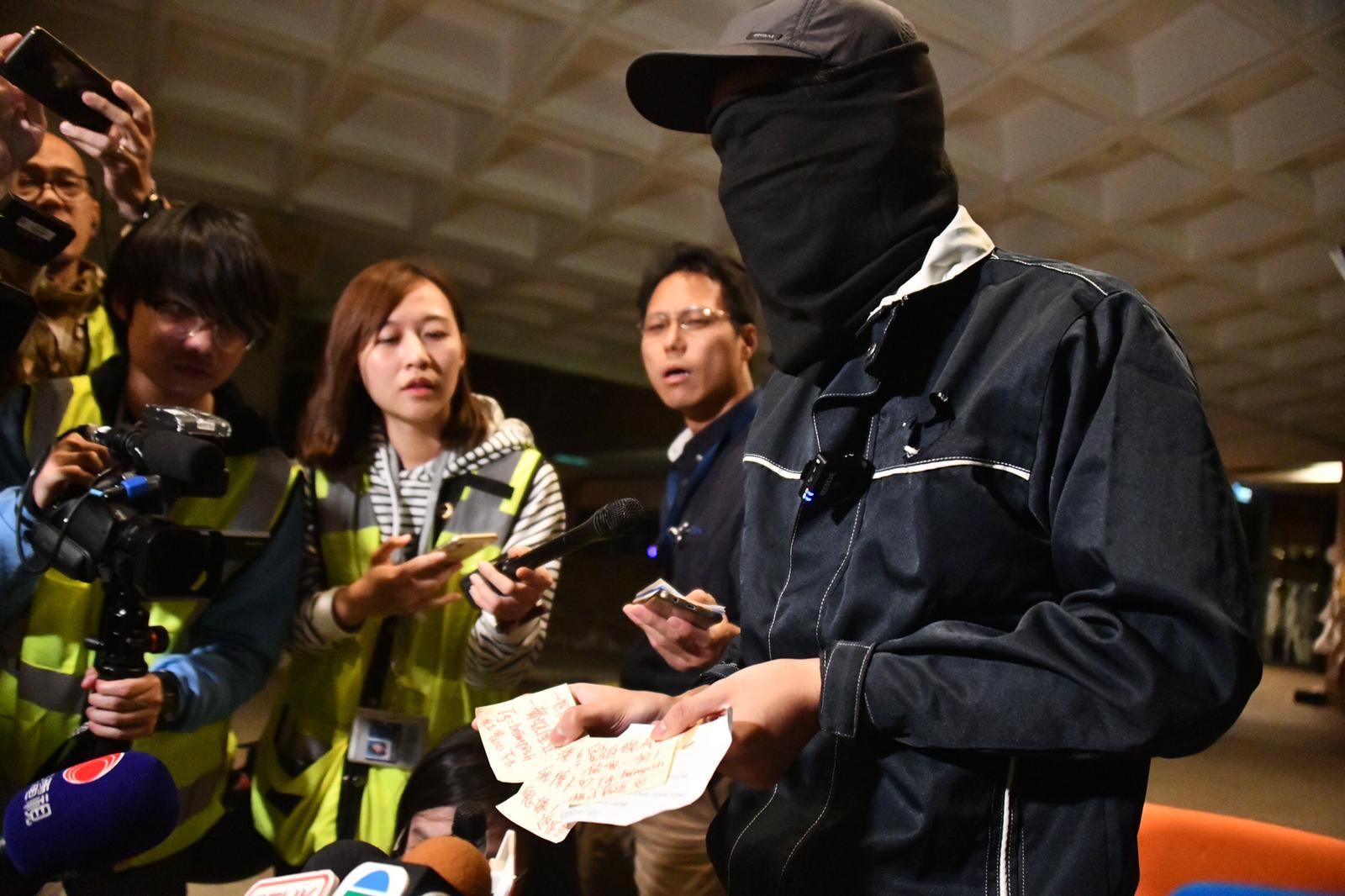 """Người biểu tình ở Đại học Bách khoa Hồng Kông tiết lộ """"cuộc sống bên trong trường"""" (ảnh 1)"""