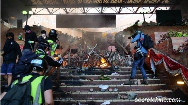 Âm mưu đằng sau việc cảnh sát Hồng Kông tấn công các trường đại học (ảnh 3)