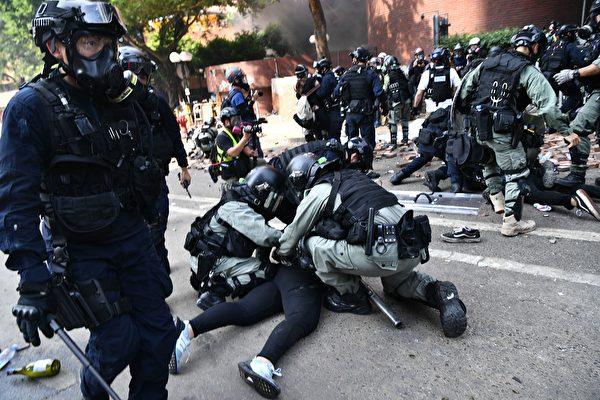 Cảnh sát Hồng Kông đang làm tình hình trở nên mất kiểm soát? (ảnh 2)