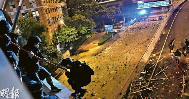 """Tiếng nói từ đại học Bách Khoa Hồng Kông: """"Đừng tin ĐCSTQ!"""" (ảnh 1)"""