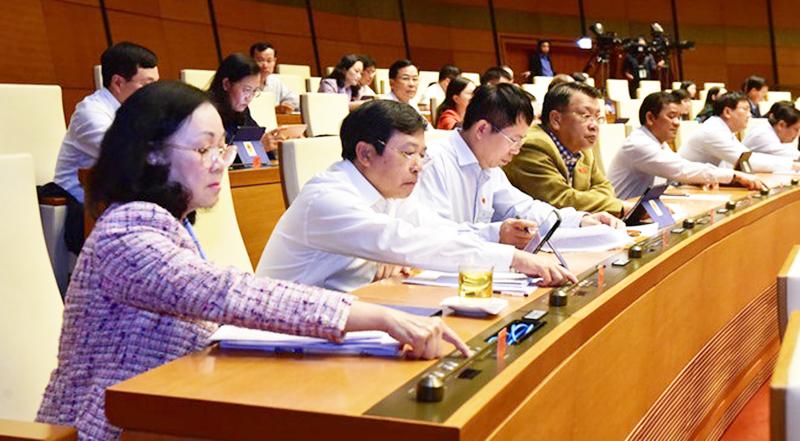 Các đại biểu Quốc hội bấm nút biểu quyết chiều 25-11.