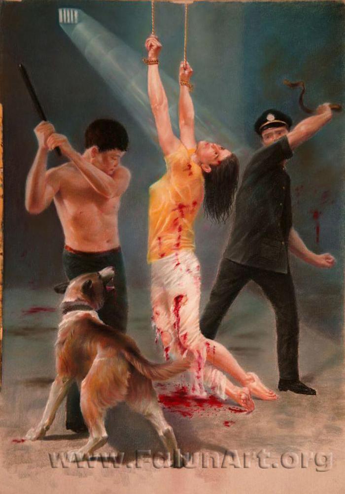 """Tranh phấn màu mang tên """"Tàn nhẫn"""" của Vương Chí Bình, 2003 - 2004, mô tả việc tay nạn nhân bị treo ngược khiến máu không thể lưu thông lên cánh tay, những cai ngục còn dùng thêm thủ đoạn tra tấn khác."""