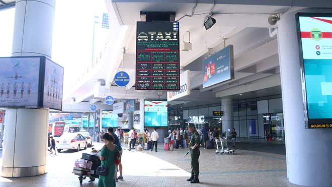 Nhân viên trực y tế sân bay Nội Bài nhanh tay 'thó' 2.000 euro của khách.