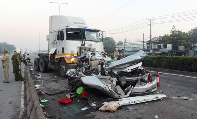 Có 8.000 người chết và 15.000 người bị thương do tai nạn giao thông mỗi năm.