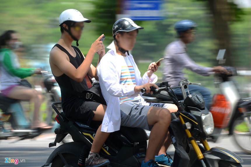 Tài xế 'xe ôm công nghệ' sẽ bị xử phạt nếu dùng điện thoại khi lái xe - ảnh 3