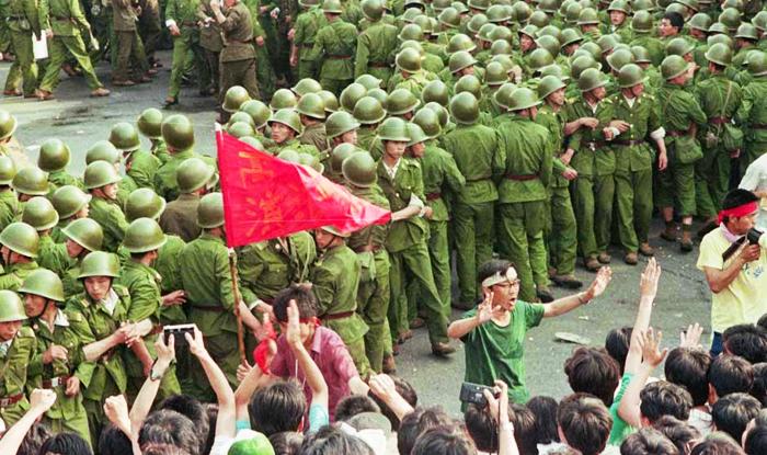 """Với tấm """"lưới sắt"""" màu đỏ mà ĐCSTQ giăng ra, cuộc sống của người dân càng ngày càng trở nên nhục nhã và không có tôn nghiêm."""