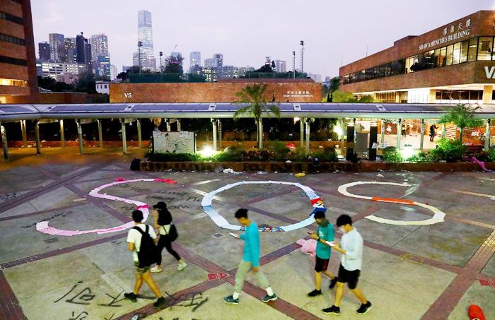 Lời cầu cứu từ các sinh viên đang bị vây hãm trong trường Đại học Bách Khoa Hồng Kông.
