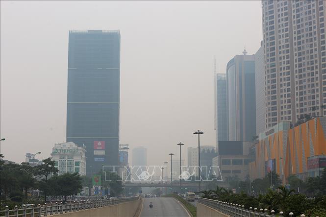 Khu vực đường Trần Duy Hưng cũng chìm trong màn sương bụi.