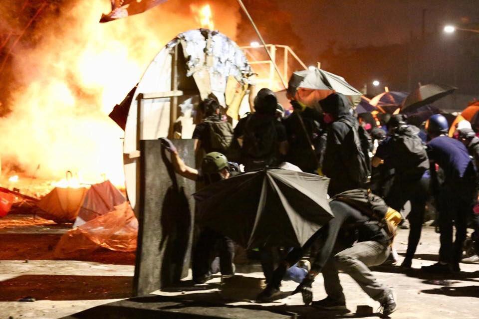 Âm mưu đằng sau việc cảnh sát Hồng Kông tấn công các trường đại học (ảnh 2)