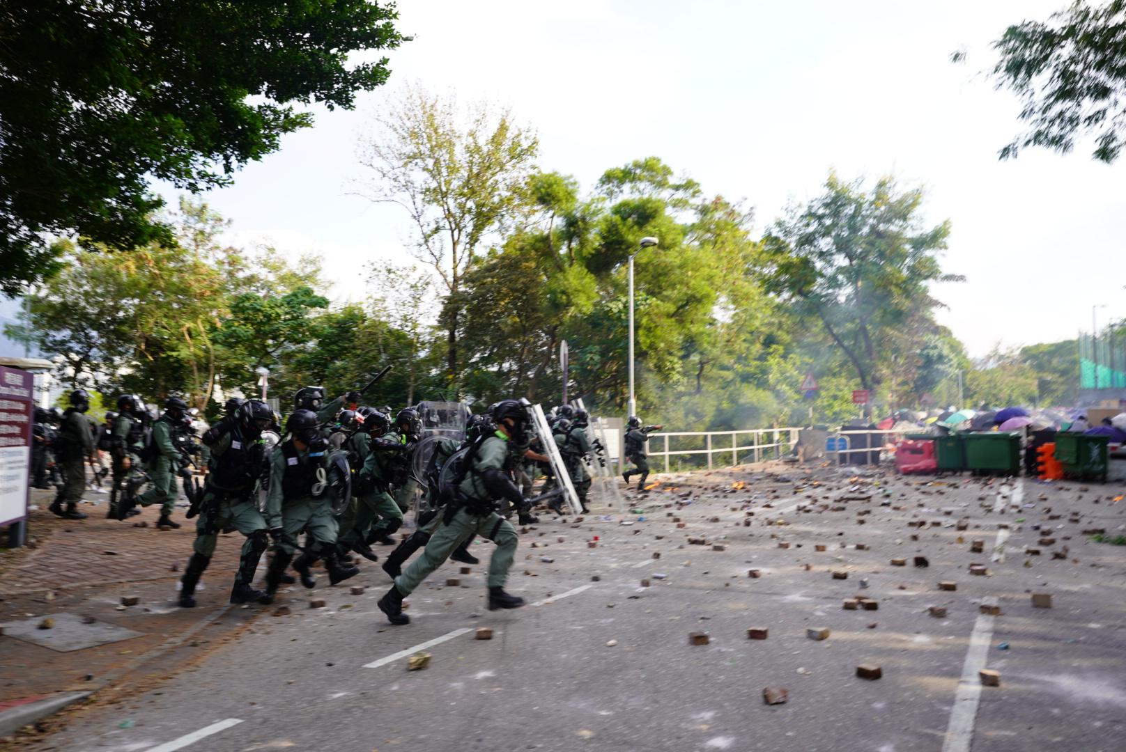 Tiết lộ nguyên nhân cảnh sát Hồng Kông tấn công vào trường đại học Trung Văn (ảnh 2)