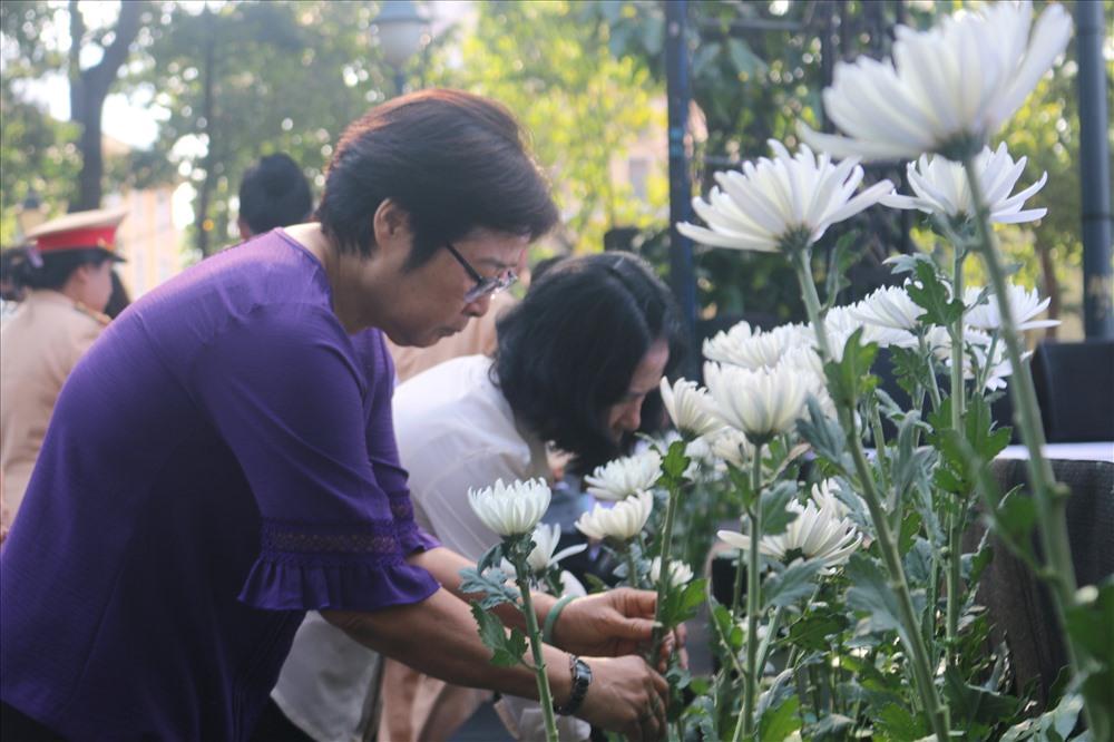 Rất đông người dân tới tham dự Lễ tưởng niệm nạn nhân tử vong do TNGT.