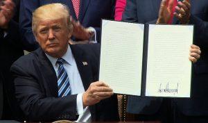 Tổng thống Trump dự tính viện trợ cho các nước kèm điều kiện tự do về tôn giáo