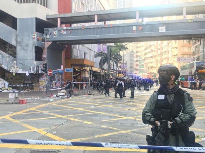 Khu vực xảy ra vụ người biểu tình bị bắn vào ngực được cảnh sát phong tỏa.