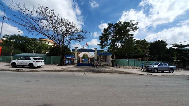 Đồng Nai: Xe đưa đón vào cua, 3 học sinh bị rớt xuống đường - ảnh 2