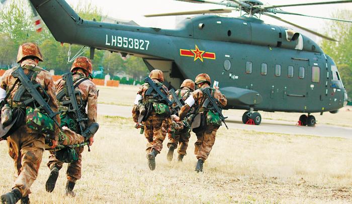 """Quân đội Trung Quốc diễn tập """"Đột kích Hồng Kông"""", trực thăng đâm vào vách núi khiến 11 người tử vong"""