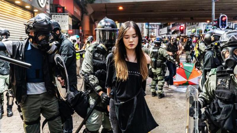 Từ năm 2014, sự tín nhiệm của người dân Hồng Kông đối với cảnh sát liên tục giảm xuống, hơn nữa còn đứng ở vị trí thấp nhất trong bộ đội kỷ luật.