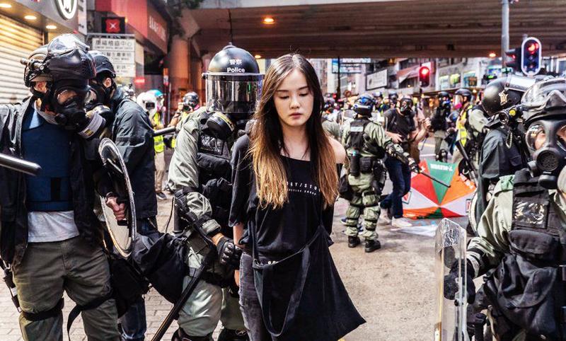 Một người biểu tình Hông Kông bị bắt hôm 6/10.