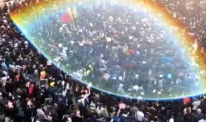 800.000 người Hồng Kông diễu hành, bầu trời xuất hiện cảnh tượng thần kỳ