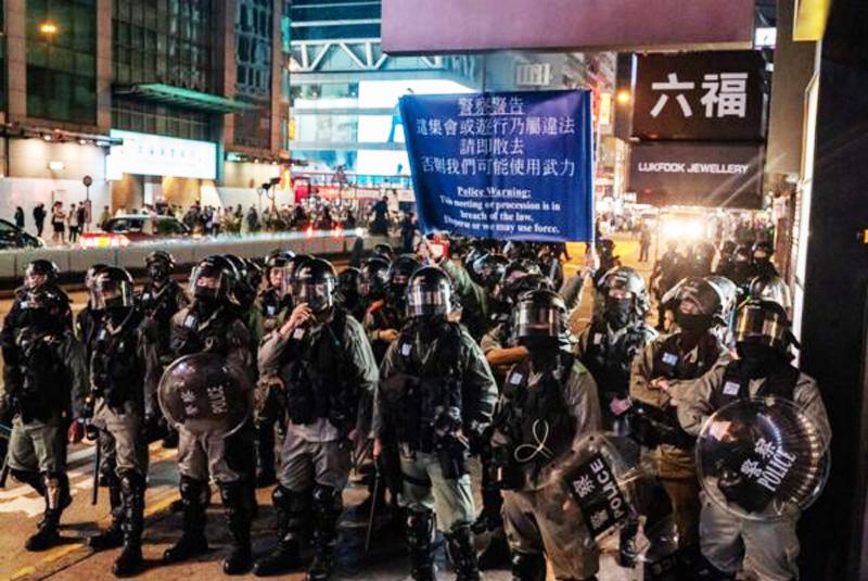 Tối ngày 25/12, tại Vượng Giác bùng nổ cuộc giằng co giữa cảnh sát và người dân, cảnh sát bắn đạn hơi cay giải tán người dân.