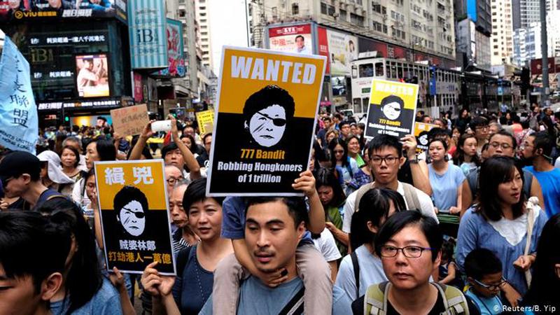Người biểu tình Hồng Kông xuống đường phản dối dự luật dẫn độ và yêu cầu Carrie Lam từ chức.