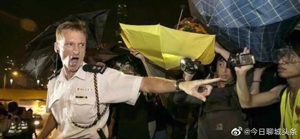 Nhiều cảnh sát Hồng Kông được thăng chức vì nỗ lực trấn áp người biểu tình (ảnh 2)