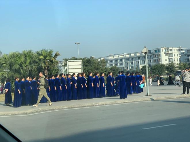 700 phụ nữ Trung Quốc mặc áo dài sườn xám đến Hạ Long quay phim, chụp ảnh.